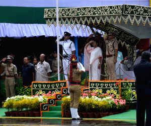 Remain 'independent', cherish India envisaged by freedom fighters: Mamata
