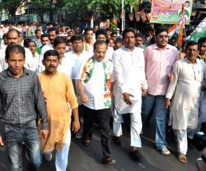 Adhir Ranjan Chowdhury campaigns for Congress
