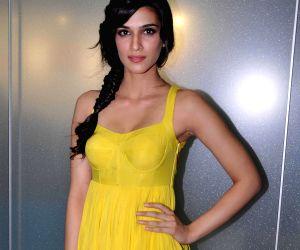 Kriti Sanon paired opposite Akshay Kumar in 'Bachchan Pandey'
