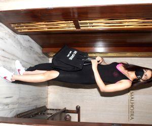 : Mumbai: Kriti Sanon Spotted at Manish Malhotra's Home In Bandra