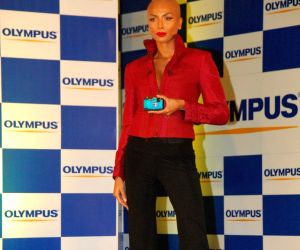 Kunal Kapoor with top models launch new Olympus camera at Taj Presient.