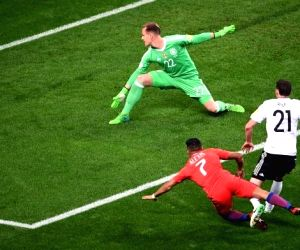 (L to R): Germany's goalkeeper Marc-Andre ter Stegen, Chile's Alexis Sanchez and Germany's Sebastian Rudy before the 2017 FIFA Confederations Cup match between Germany and Chile in Kazan, Russia, on June 22, 2017. (Photo: VLADIMIR ASTAPKOVICH/SPUTNIK