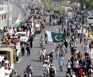 Anti-government cleric Tahir-ul-Qadri march
