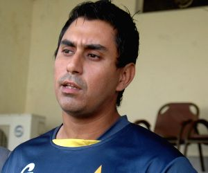 Pakistan batsman Jamshed banned over corruption charges