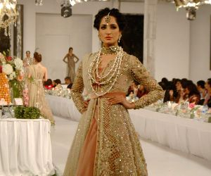 PAKISTAN LAHORE FASHION SHOW