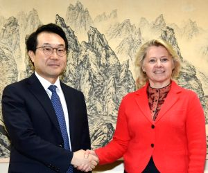 Nuke envoy meets U.S. diplomat
