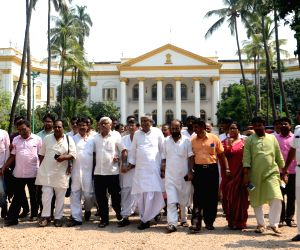 Left, Congress legislators' meet WB Governor