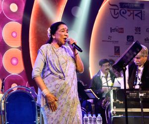 Asha Bhosle performs