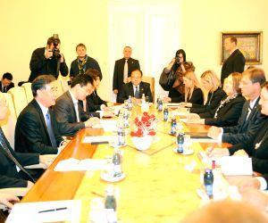 Ljubljana (Slovenia): Chinese Vice Premier Wang Yang meets with Slovenian Prime Minister Miro Cerar