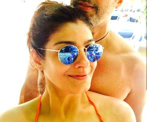 Lockdown blues: Raveena Tandon longs for a beach vacay