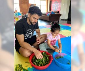Lockdown diaries: Kunal Kemmu peels 'matar' with daughter Inaaya