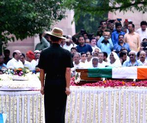 Sumitra Mahajan pays homage to former PM Vajpayee