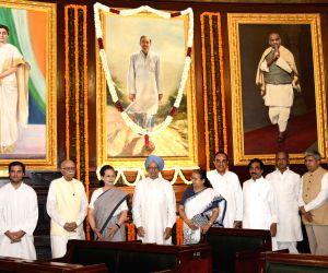 Lok Sabha Speaker Sumitra Mahajan, Union Minister Vijay Goel, former Prime Minister Manmohan Singh, Congress president Rahul Gandhi, former Congress president Sonia Gandhi, BJP leaders ...