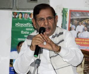 SC notice to Sharad Yadav on JD-U leader's plea