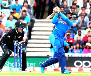 Favourites England, India start WC preparation with losses