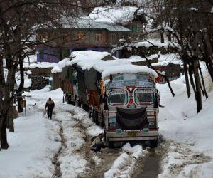 Snowfall Shuts Jammu-srinagar Highway
