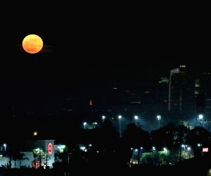"U.S. LOS ANGELES ""SUPERMOON"
