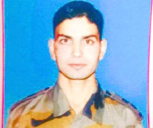 Killing of young Kashmiri officer an act of cowardice: Jaitley (Lead)