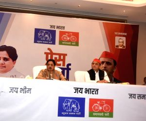 Lucknow: Bahujan Samaj Party (BSP) chief Mayawati and Samajwadi Party (SP) chief Akhilesh Yadav address a joint press conference in Lucknow, on Jan 12, 2019. BSP supremo Mayawati on Saturday announced that her party and SP will fight together in an a