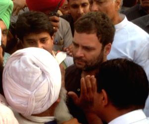 Rahul Gandhi interacts with the farmers
