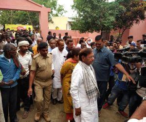 Madhepura (Bihar): Rashtriya Janata Dal's (RJD) Lok Sabha candidate from Madhepura, Sharad Yadav arrives to cast his vote for the third phase of 2019 Lok Sabha elections, in Bihar's Madhepura, on ...