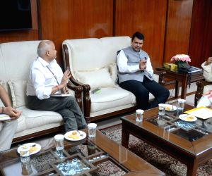 Maharashtra CM Fadnavis call on Bandaru Dattatreya