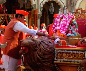 Maharashtra CM visits  Poddareshwar Ram Mandir