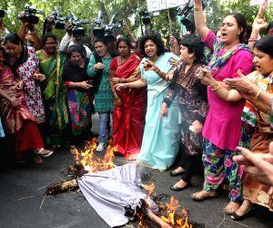 Mahila Congress demonstration against Arun Jaitley