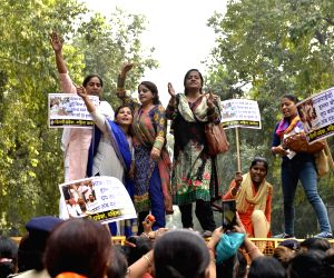 Mahila Congress demonstration against hike in LPG prices