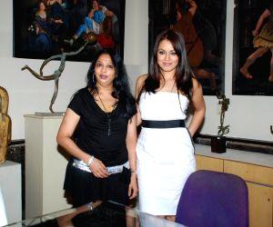 Mahima Chaudhry at Daxa Khandwala's Art exhibition.