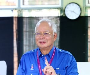 Ex-Malaysian PM Razak to record statement