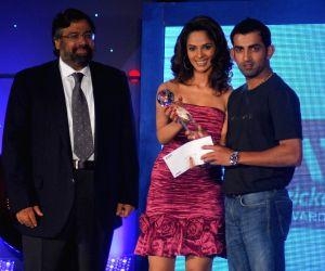 Mallika Sherawat Presents an award to cricketer Gautam Gambhir at the CEAT Awards.