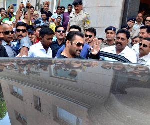 Salman Khan at the wedding reception of Arpita Khan Sharma