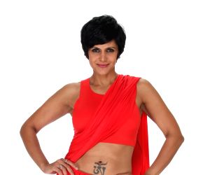 In a gorgeous red saree, Mandira Bedi turns on the ethnic mode as an absolute stunner