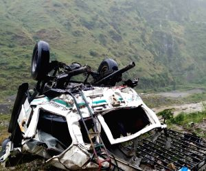 Snail (Himachal Pradesh): 13 killed as bus falls into Himachal gorge