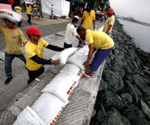 Manila (Philippines): Typhoon Hagupit Preparation