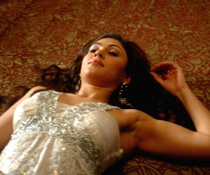 Manjari Phadnis in music video of B3