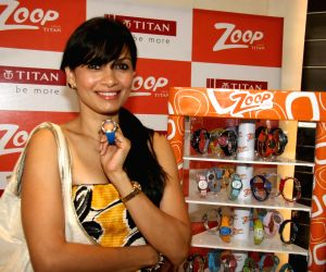 Maria Goretti launches Zoop watches from Titan.