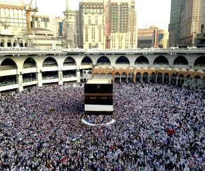 Muslims gather in Mecca ahead of Haj