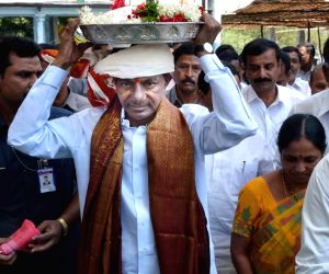 KCR visits Sri Lakshmi Narasimha Swamy Temple