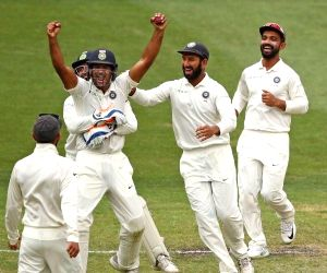 India cricketers draw on domestic experience for D/N Test