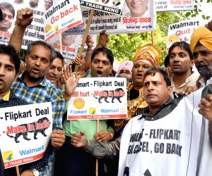 AAP Trade Wing demonstration against Flipkart's acquisition