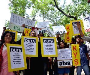 DUTA, AISA demonstration against DU VC