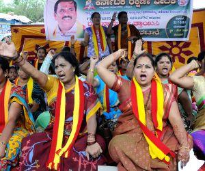 Karnataka Rakshana Vedike Women wing's demonstration