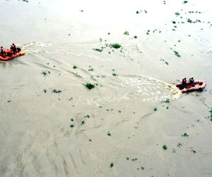 Car falls into Ganga, rescue operations underway