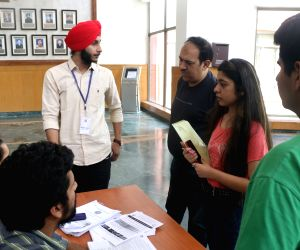 Members of NSUI students wing meeting aspirants