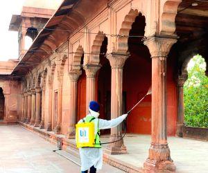 Ahead of Eid, sikh community sanitises Delhi's Jama Masjid