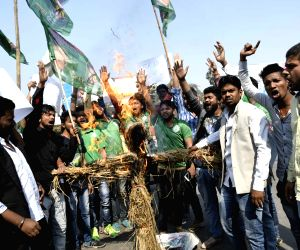 RJD students demonstration against Fadnavis