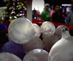 Michoacan (Mexico): Christmas spheres