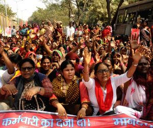 Mid-Day Meal cooks protest against the state government